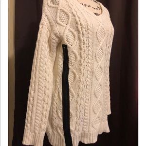 VENUS white knitted top